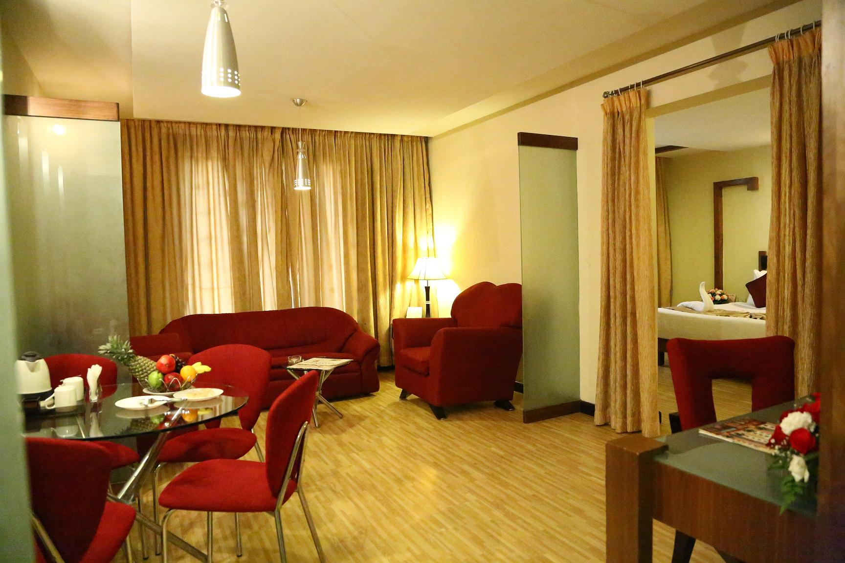 Suitr Room 2